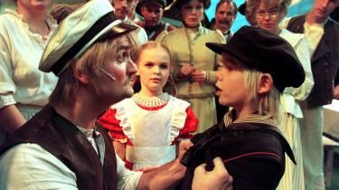 Emil fra Lønneberg bliver rusket af sin far i Århus Teaters opsætning af Astrid Lindgreens klassisker i 1999. Havde ADHD-diagnosen været opfundet dengang, Emil var dreng, var han sandsynligvis blevet diagnosticeret og medicineret til ro.