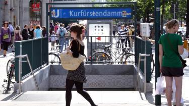 Vest. I Berlin er opmærksomheden langsomt begyndt at vende fra det hippe Øst til det gamle, charmerende Vest, her ved travle Kurfürstendamm.