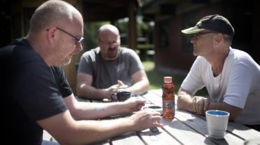 Tre krigsveteraner fra venstre: Brian Palacios, Mikael Ransby og Mark Skovgaard i haven på Veteranhjemmet på Frederiksberg i går.