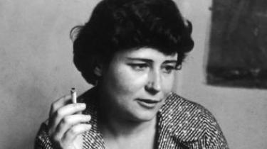 Bag Doris Lessings kærlighedsdrama i 'Den gyldne bog' spøger det store eksistentielle spørgsmål om frihed