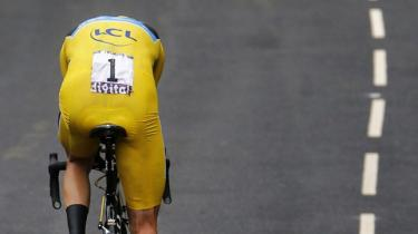Vi hylder cykelrytterne for deres sejre for så at lynche dem, når de tilstår, hvad de propper sig med. Men det er os som tilskuere, der i kraft af vores afgudsdyrkelse tvinger dem til at tage de stoffer, der gør dem i stand til at levere de overmenneskelige præstationer