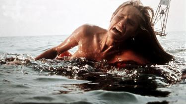 'Dødens gab'  gjorde et så stort indtryk på Iben Albinus Sabroe, at hun siden holdt sig fra at svømme på dybt vand. Her er Chrissie fra filmen på sit livs sidste svømmetur.