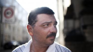 43-årige Andrzej Czerniak fra Polen har arbejdet i Danmark i de seneste fem år. – p.t. på metrobyggeriet. Hans kone og to sønner bor stadig i Polen.