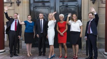 Statsminister Helle Thorning-Schmidt (S) præsenterede i går en mindre ministerrokade, som blandt andet betød farvel til transportminister Henrik Dam Kristensen og et ministeriebytte mellem Nicolai Wammen og Nick Hækkerup.