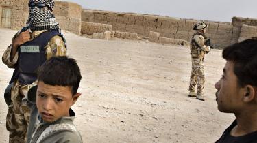 Forsvaret mangler oplysninger om afghanske tolke, der har arbejdet for de danske styrker, og opfordrer nu soldater med kontakt til tolke til at henvende sig. Absurd, at tolkenes mulighed for at få hjælp kan afhænge af, hvem de er Facebook-venner med, mener Amnesty International