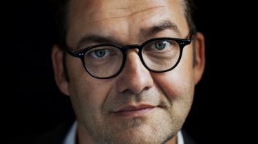 Christian Mørk er aktuel med romanen 'De forhadte'. Bogens fortæller har fået tildelt en overmenneskelig hukommelse, der mangler indsigt i de faktiske forhold i fortidens Tyskland, og romanen lider under sproglige svagheder, mener denne anmelder.