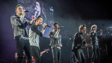 Liam, Zayn, Louis, Harry og Niall deltog hver for sig i det britiske 'X Factor' i 2010, røg ud, men blev så udvalgt til at fortsætte sammen i et band af manden bag 'X Factor', Simon Cowell, der også er en af dommerne. One Direction, som bandet blev døbt, vandt ikke 'X Factor' – det blev nummer tre – men havde allerede så mange fans, at det gav mening at fortsætte.