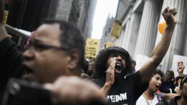 I kølvandet på finanskrisen demonstrerede Occupy Wall Street-bevægelsen mod finanssektorens magt og privilegier, men ellers er der ikke mange, der stiller spørgsmål ved bankernes ageren.