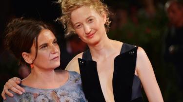 Emma Dante (t.v.) har instrueret og spiller selv med i filmen 'Via Castellana Bandiera', hvor Alba Rohrwacher spiller en af de andre hovedroller.