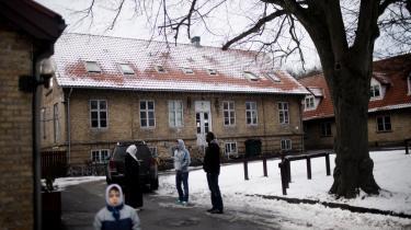 Asylcenteret i Auderød ved Frederiksværk, hvor de serbiske asylansøgere boede, indførte tidligere i år en cateringordning, der gav serberne kost og logi, men ingen lommepenge og kostpenge.