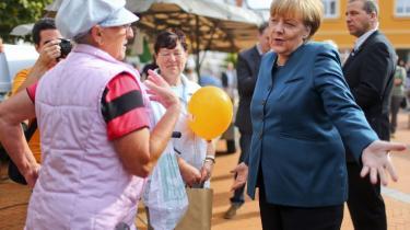 Merkel er og har været stærkt optaget af at få gennemført reformer i de sydeuropæiske lande og samtidig styrke den europæiske konkurrencedygtighed. Alt andet er blevet underordnet dette mål, siger Die Zeits økonomiske journalist, Mark Schieritz, der vurderer, at Merkel bliver genvalgt til kansler på søndag, fordi ingen tror på et alternativ til den økonomiske politik, hun har ført.