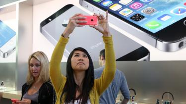 Apple nyder godt af opmærksomheden, når koncernen lancerer en ny iPhone. Men når det gælder skattebetaling af overskuddet på ca. 40 mia. dollar, nyder Apple godt af ikke at skulle afrapportere land for land.