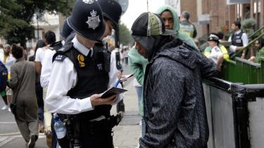 Zadie Smiths 'NW' handler om  arbejderkvarteret North West i London, og det brændemærke som det sætter i huden på sine (fortrinsvis sorte) beboere. Det er den sociale mobilitets betonmure, den fortæller sin læser om. Volden, hættetrøjerne, junken, hele den nedarvede pakke af sociale tvangshandlinger