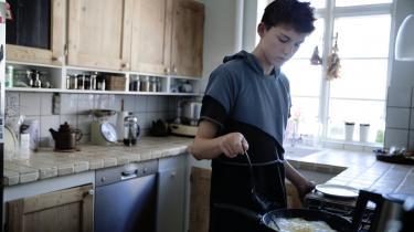 Kost. Abel Dalum har lagt sine kostvaner om. Eller rettere, han har skruet op for indtaget. Han bor lige rundt om hjørnet fra sin skole, så i spisefrikvarteret går han hjem og laver sig en solid frokost.