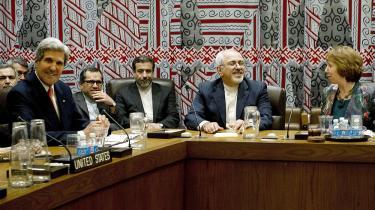 De fem permanente medlemmer af FN's sikkerhedsråd samt Tyskland mødtes torsdag med Iran til en drøftelse af landets atomprogram. På billedet ses USA's udenrigsminister John Kerry og hans iranske kollega Mohammad-Javad Zarif. Foto: Stan Honda