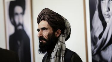 For tre år siden blev Fazal Mohammads bror, Paizoo Khan, anholdt, da han tilfældigt søgte ly i en hytte, som blev ransaget af NATO/ISAF-styrker. Siden har han siddet i amerikansk varetægt i Bagram-lejren uden adgang til advokat og uden nogen officiel anklage. 60 ikke-afghanske fanger er i samme situation som ham.