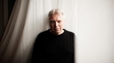 Den tidligere radikale kulturminister Uffe Elbæk oplevede flere gange, at han måtte bide sig i tungen for ikke at tale regeringens linje midt imod.