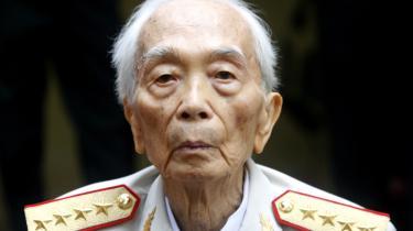 General Vo Nguyen Giap blev kendt i Vesten som en hardliner for sin rolle i Vietnamkrigen, hvor han ledte de nordvietnamesiske styrker til sejr over USA i 1975. Fredag døde han 102 år gammel.