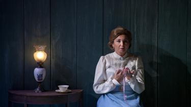 Pavla Vykopalova synger og fremstiller titelkarakteren Katja Kabanova med stort dramatisk og sangmæssigt talent.
