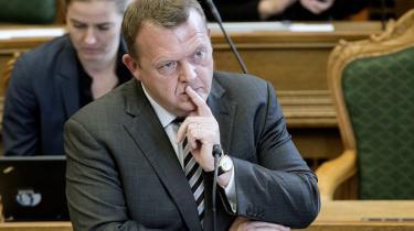 Venstres leder, Lars Løkke Rasmussen, erklærede i en debat med statsministeren om betydningen af 2.000 kr. mere om måneden i udbetalt løn: ' 2.000 kr.! Det kommer an på, hvem man er. Nogle steder kan man sikkert få et par sko for de penge'.