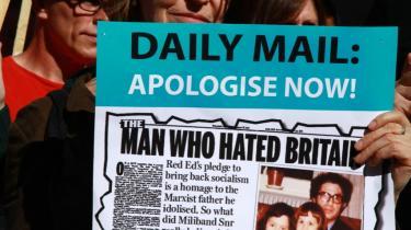 Daily Mails artikel om Ed Milibands far har ført til demonstrationer foran avisens hovedkvarter.