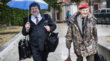 Journalist Jørgen Dragsdahl trækkes sagen i langdrag ved at tage bunkevis af overflødigt materiale med ind i retten. Sådan lød anklagen fra Bent Jensens advokat, Karoly Németh, der i går holdt afsluttende procedure i går.