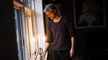Da 26-årige Martin Fehr Therkildsen sidste år mistede sin smartphone, valgte han ikke at købe en ny, men erstatte den med en simpel telefon. Han mener, at han nu er mere til stede, når han er sammen med venner – tidligere var det ofte smartphonen, der endte med at få hans opmærksomhed.