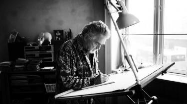 Erik Clausen – filminstruktør, danser, skuespiller, bokser, gadecirkusartist, arbejderforkæmper, gøgler, ekskommunist, cykelrytter – og nu er den 71-årige multiartist også blevet standupkomiker.