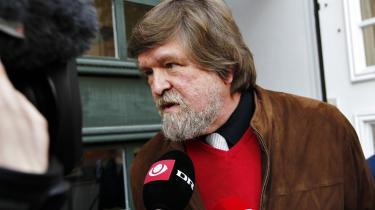 Jørgen Dragsdahl mener at dommerne ophæver injurielovgivningen med gårsdagens afgørelse i Østre Landsret: 'Jeg kan ikke se, at ytringsfriheden skal dække over falske påstande. Det er en underlig dom, fordi ytringsfriheden øjensynligt har så vide rammer, at man nu kan sige, hvad det skal være,' sagde han bagefter.