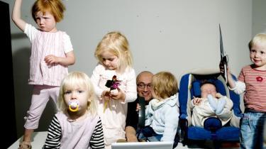 Nogle offentlige udgifter kan have en effekt på arbejdsudbuddet. F.eks. kan forældre i højere grad passe deres arbejde, hvis man fjerne lukkedage eller udvider åbningstiden i børnehaverne.
