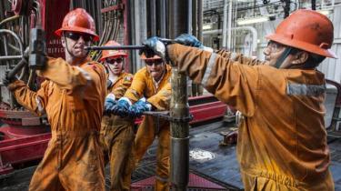 Hvor stor er risikoen for at lide tab, hvis politikere griber ind over for udvinding og afbrænding af fossil energi som olie, gas og kul? Det spørgsmål afkræver en gruppe investorer nu den fossile industri svar på. Olieindustriens lobbyorganisation affejer bekymringen