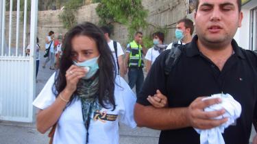 Israelske soldater er uden varsel eller tilsyneladende årsag begyndt at skyde tåregas ind på det palæstinensiske Al-Quds University i Jerusalem.