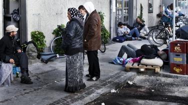 Romaer ved en flaskeautomat på Nørrebro. Antallet af  romaer i Danmark er med al sandsynlighed større end oplsyt i den danske strategi.