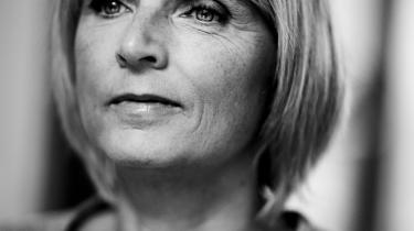 Hanne-Vibeke Holst er bedst i det hun kender, ægteskabets 1000 små signaler om at elske og ikke elske.