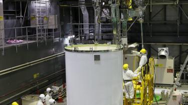 I disse dage bevæger Japan sig ind i den hidtil mest kritiske fase i bestræbelserne på at rydde op efter den værste nukleare ulykke i landets historie. Oprydningsarbejdet på Fukushima-værket forventes at tage flere år.