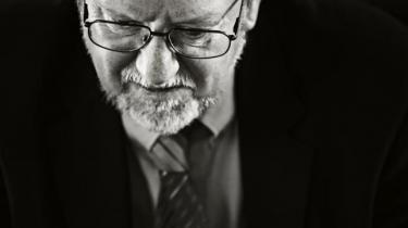 Per Stig Møller (K) placerer i en ny dokumentar en del af ansvaret hos embedsmænd i Forsvarets Efterretningstjeneste og Udenrigsministeriet, når han skal forklare, hvordan han var med til at lede Danmark i krig med Irak i 2003