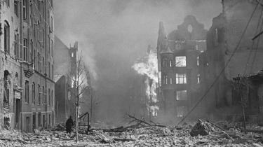 I forbindelse med angrebet på Gestapos hovedkvarter, Shellhuset, i 1945  København, styrtede en britisk Mosquito- jager ned i Den Franske Skole på Frederiksberg. De efterfølgende maskiner af samme gruppe kastede herefter deres bomber i den tro, at de er over militært mål. 86 børn og 13 voksne omkom.