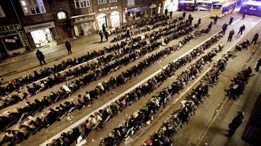 Under klimatopmødet COP15 i København blev 905 personer den 12. december anholdt og sat i et såkaldt futtog i flere timer på den kolde asfalt på Amagerbrogade i forbindelse med en demonstration til selve topmødet. Foto: Mads Nissen
