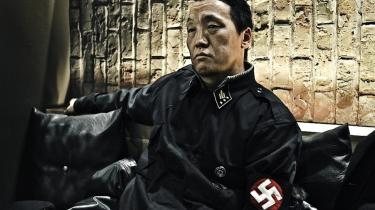Forbillede. Ariunbold Altank-huum, grundlæggeren af den nynazistiske gruppe Hvidt Svastika, i sit hverdagstøj. »Hitler lærte os, hvordan vi skal beskytte vores nationale identitet,« siger han over en kop te.