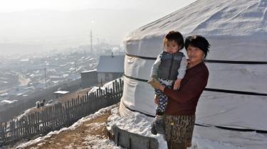 'Hvis det ikke var for forureningen, ville vi ikke have noget at klage over,' siger Undarmaa, hvis treårige barnebarn ofte har vejrtrækningsproblemer.