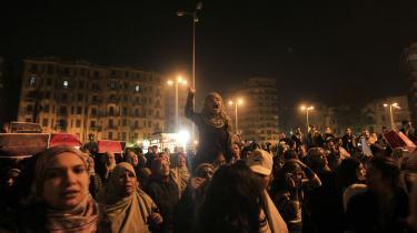 Det var glædesscenerne og samhørigheden, der gik verden rundt med billederne fra Tahrir-pladsen under den egyptiske revolution. Men hurtigt fulgte beretningerne om voldtægt og overgreb på pladsen, de og udstillede det egyptiske samfund som ekstremt sexistisk og kvindeundertrykende. Foto: Mohammed Abed