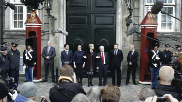 Det nuværende partineutrale embedsmandssystem fungerer ikke optimalt, og derfor ønsker bl.a. Liberal Alliance, Enhedslisten og Venstre, at systemet ændres for at styrke ministrene.