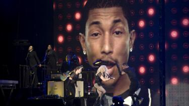 Pharrell Williams er special guest star under en Madonnakoncert i 2008 – en rolle, han har så ofte, at han måske er den essentielle singlestjerne. Han optræder på to af 2013's største hits, Daft Punks 'Get Lucky' og Robin Thickes 'Blurred Lines'. Nu er han aktuel i eget navn med hittet 'Happy'.
