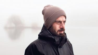 Den iranske statsborger Elias Karkavandi håber på, at han kan få ophævet den udvisningsdom, der siden 2007 har betydet, at han lever på tålt ophold i Danmark