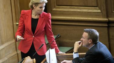Morten Bødskov (S) måtte for få uger siden erkende, at han ikke længere kunne bestride justitsministerposten efter at have givet Folketingets retsudvalg forkerte oplysninger i den såkaldte Christiania-sag. I morgen skal statsministeren i åbent samråd forklare, hvad hun har vidst om Bødskovs handlinger.