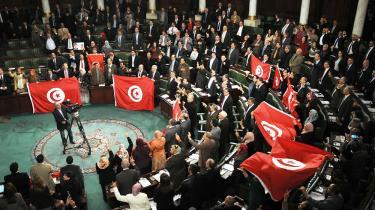 Der var jubel – og sang – da Tunesiens nye forfatning blev vedtaget forleden i Nationalforsamlingen