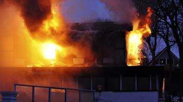 Da Hotel Sønderhav brændte ned, var brandefterforskerne hurtigt sikre på, hvordan branden var startet, og hvem der stod bag: hotellets ejer, Niels Nedertoft Jessen. Hans datter, der er journalist på Information, beskriver her, hvad der skete, da hendes familie blev ramt af branden