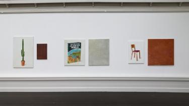 Kunstnergruppen A Kassen har indtaget Den Frie Udstillingsbygning med udstillingen 'A Kassen Carnegie Art Award 2014'. Det har de valgt gøre ved at 'genskabe' Carnegie Art Award-udstillingen, der normalt turnerer rundt i Norden, men som i år er aflyst.