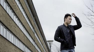 Felix Cuong Tran undrer sig over, at det er sværere for ham at få et fremmedpas, selv om han er født i Danmark, end det er for mange asylsøgere, der kommer til Danmark.