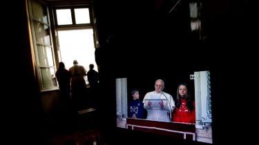Både den nuværende pave, Frans, og hans forgænger, Pave Benedikt, har understreget, at børnemisbrugende gejstlige skal politianmeldes og problemerne tages alvorligt. Alligevel får Vatikanet kritik af FN for ikke at tage ordentlig hånd om den katolske kirkes massive problem med misbrug af børn. Foto: Scanpix